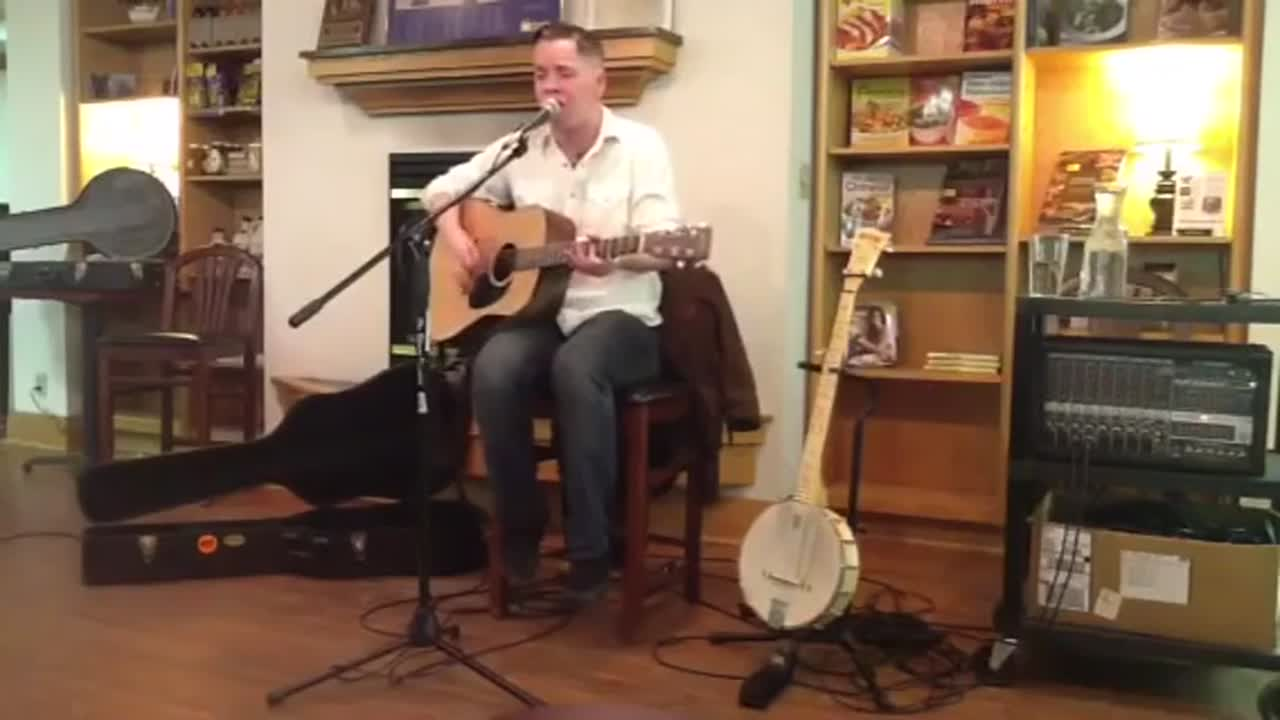 Billy Strings playing Man of Constant Sorrow (Horizon Bookstore)