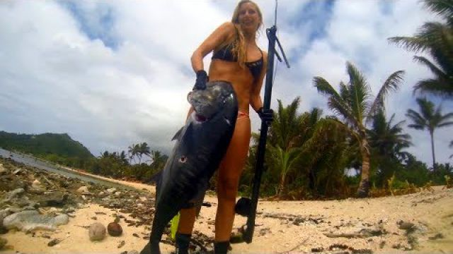 Spearfishing babe and crew in Pacific Islands, +100lbs GT and Doggies