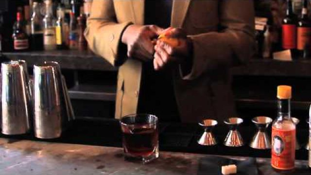 How to Make a Perfect Southern Comfort Old-Fashioned Drink : Bartender Tips